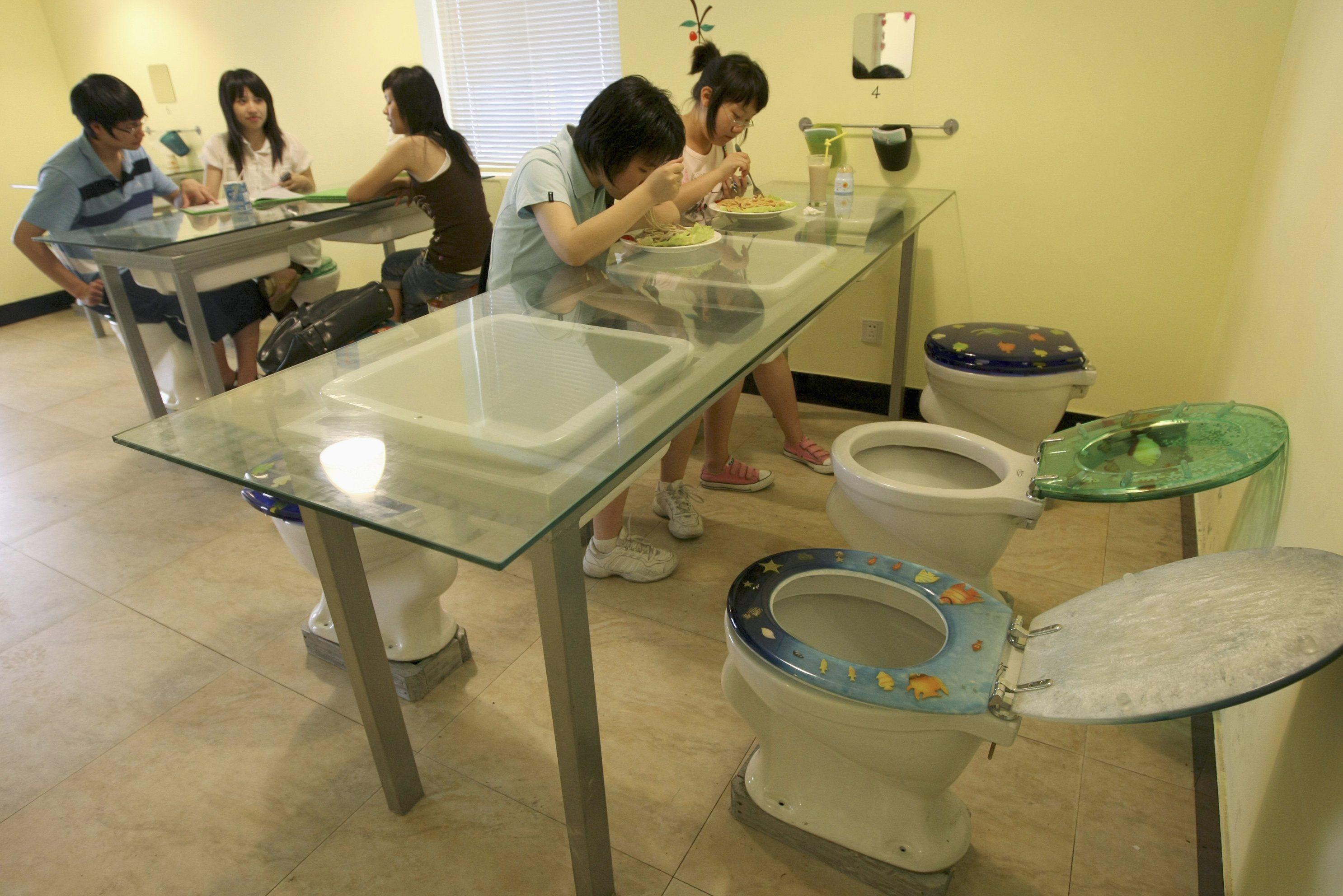 Японок пугают в туалете 15 фотография